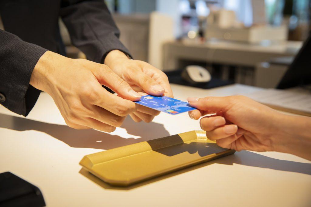 キャッシュレスの決済方法は3種類!クレジットカード以外の決済は何がある?